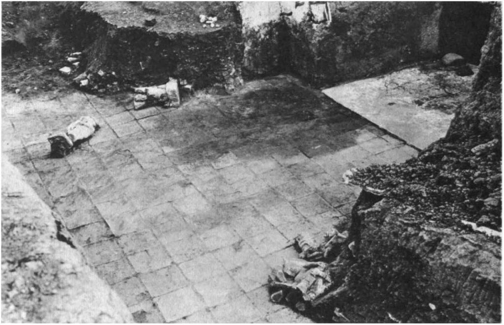 Zugang von Hof I zu Raum 13 (Loud - Altman 1938: Taf. 17 c).